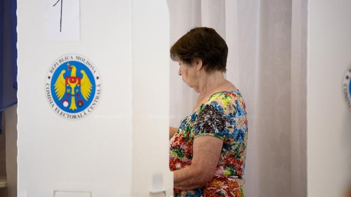 Местные выборы 2015: явка избирателей к 12:00