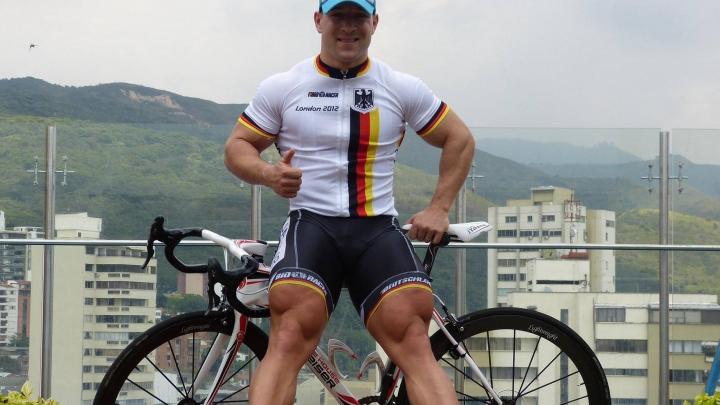 Велогонщик Роберт Форстеманн поджарил тосты с помошью велотренажера