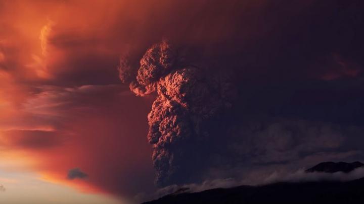 Извержение чилийского вулкана Кальбуко засняли в разрешении 4К (ВИДЕО)