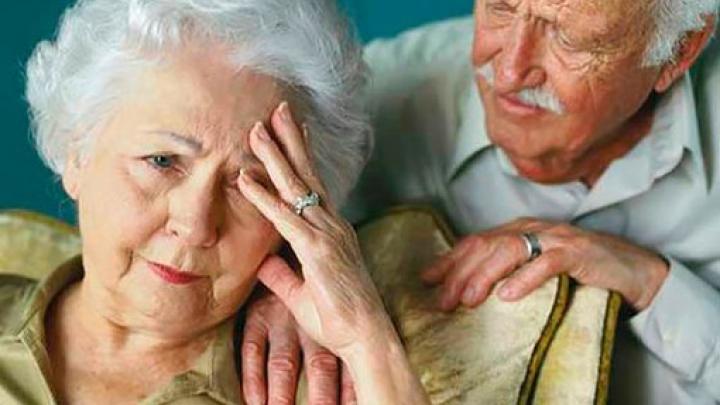 Женщины оказались уязвимее мужчин для болезни Альцгеймера