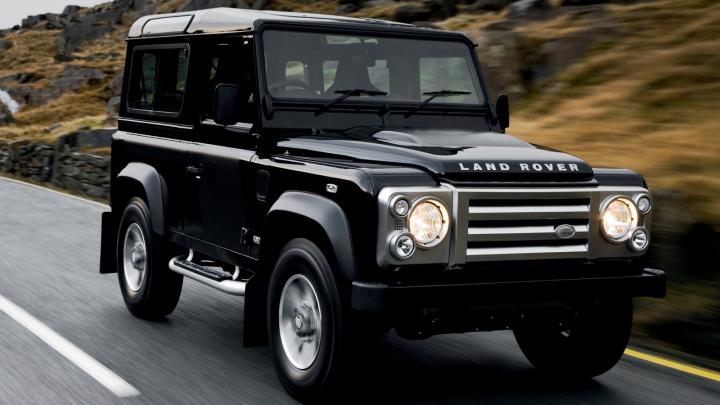 Land Rover пока не будет снимать с производства модель Defender