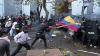 Более 60 полицейских пострадали во время массовых акций протеста в Эквадоре