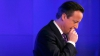 Дэвида Кэмерона застали за поеданием чипсов в эконом-классе самолета (ФОТО)