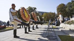 День независимости: первые лица страны возложили цветы к памятнику Штефану чел Маре (ВИДЕО)