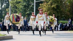 Возложение цветов к памятнику Штефану чел Маре (ФОТОРЕПОРТАЖ)