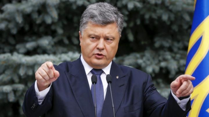 Порошенко назвал ударом в спину кровавые события под зданием ВР