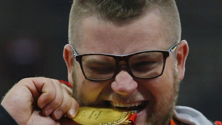 Пьяный чемпион мира расплатился в такси золотой медалью