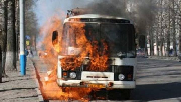 В Ростовской области России сгорел пассажирский автобус