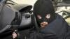 Угнанный в Кишиневе микроавтобус разобрали в Страшенах (ВИДЕО)