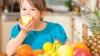 Врачи рекомендуют укреплять иммунитет и есть больше фруктов и овощей