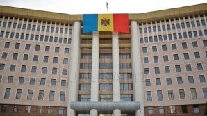 """""""Наша партия"""" и ПСРМ установили палатки у здания парламента"""