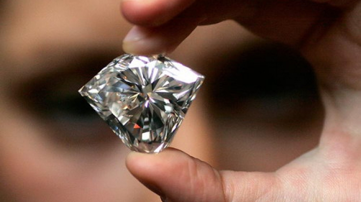 Китаянка пыталась провезти крупный бриллиант в кишечнике