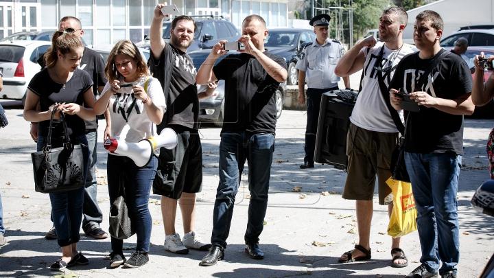 Григорий Петренко и несколько представителей Antifa устроили протест у здания Publika TV