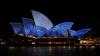 Мировые достопримечательности окрасились в голубой цвет (ФОТО)