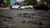 В столице столкнулись два автомобиля: один из них повредил лестницу магазина