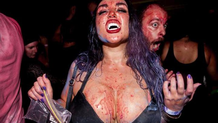 Кровавая вечеринка вампиров в Нью-Йорке (ФОТО)