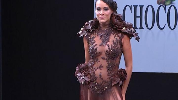 Платья из шоколада представили в Париже (ФОТО)