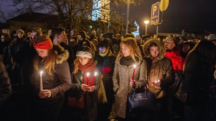 Мир простился с жертвами теракта в Париже (ФОТО)