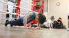 Надзиратель Гоянской тюрьмы в свободное от работы время преподает школьникам кикбоксинг