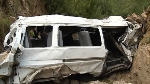 Микроавтобус сорвался в пропасть в Иране, погибли семь человек