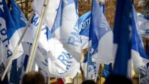 """Наша партия"" провела акцию протеста у стен президентской резиденции в Кишиневе (ФОТО)"