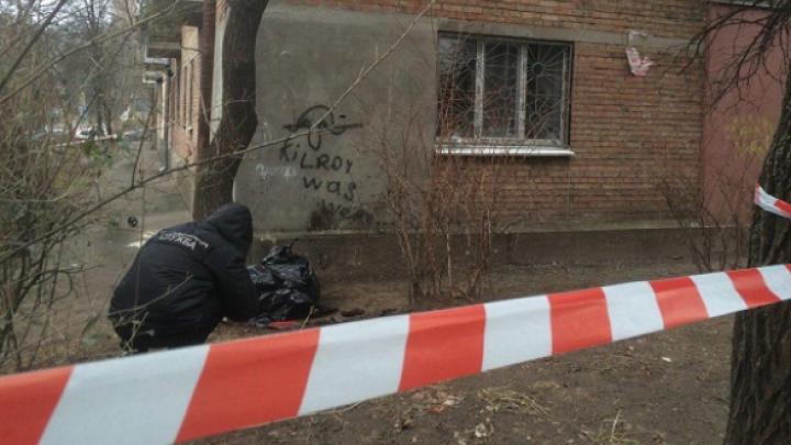 Возле жилого дома в Киеве прогремел взрыв, погиб один человек