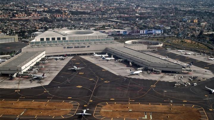 В Мехико самолет задержали после сообщения о бомбе