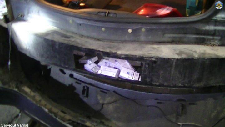 При таможенном досмотре на КПП Леушены в автомобиле обнаружили контрабанду (ФОТО)