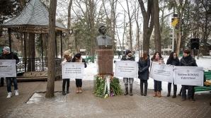 Политики возложили цветы к памятнику Эминеску (ФОТОРЕПОРТАЖ)