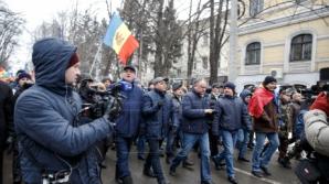 """Протестующие сорвали эфир на """"Молдова-1"""""""