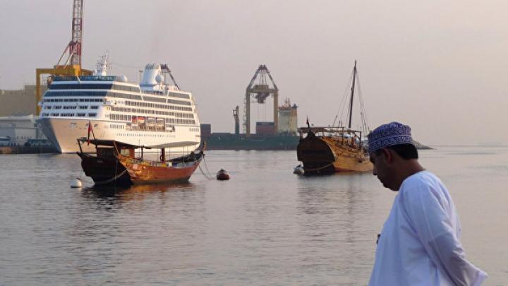 Иран попросил США вывести авианосец из Оманского залива