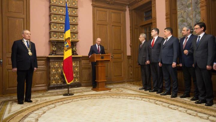 Члены правительства Филипа принесли присягу перед президентом