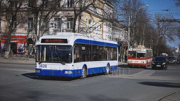 В целях профилактики свиного гриппа в Кишиневе дезинфицируют троллейбусы
