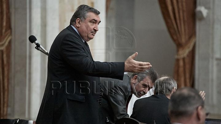 Хотиняну: Я не отзывал подписи с обращения президенту