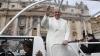 Папа Франциск покатал на своём авто двух детей