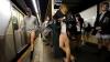 В метро без штанов спустились жители Мехико