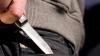 В Басарабяске выпивший мужчина набросился с ножом на собственных сестер