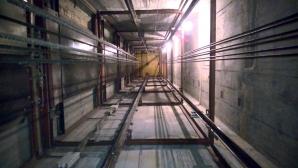 В Тюмени лифт упал вместе с пассажиром