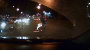 Мать с тремя детьми попыталась быстро перебежать через дорогу (ВИДЕО)