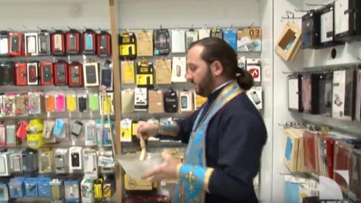В Грузии начали продавать освященные iPhone (ВИДЕО)