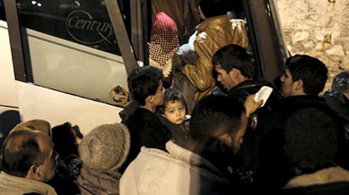 В Греции на границе с Македонией протестующие заблокировали 80 автобусов с мигрантами