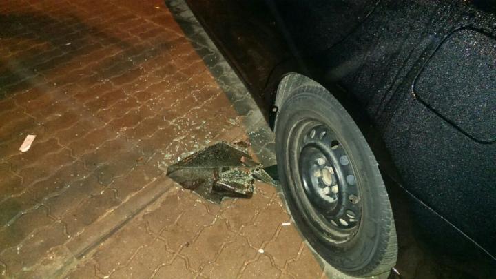 Неизвестные разбили окно машины Дорина Киртоакэ и украли мобильный телефон (ФОТО)