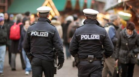 В Берлине протест против ужесточения ограничений перерос в потасовку с полицией