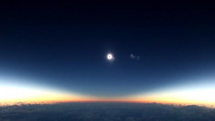 Как выглядит солнечное затмение с самолета (ВИДЕО)