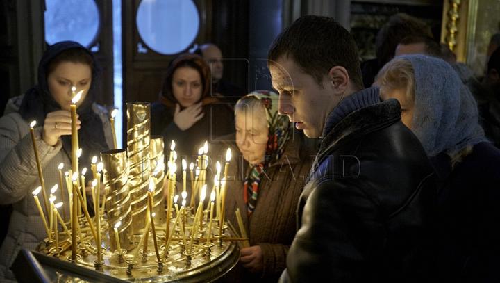 Митрополия обвиняет священника столичной церкви в обмане прихожан
