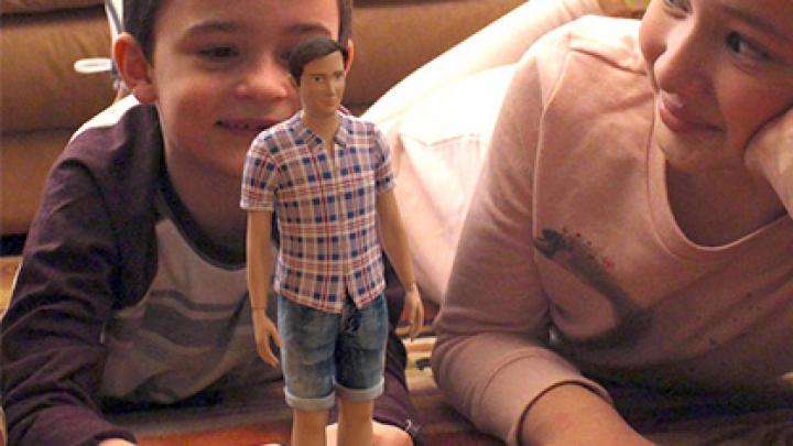 Художник из США создал куклу Кена с реалистичным телосложением