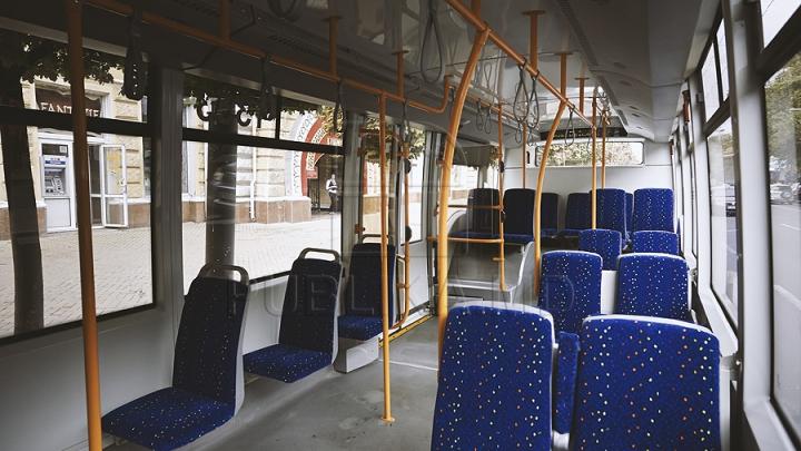 Взявшуюся за поручень в московском троллейбусе девушку ударило током