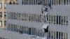 В Японии фасад здания рухнул от ветра (ВИДЕО)