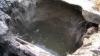 Огромная яма не дает покоя жителям домов по улице Каля Ешилор