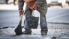 Власти взялись закопать трехметровую яму в столице только после сюжетов в СМИ